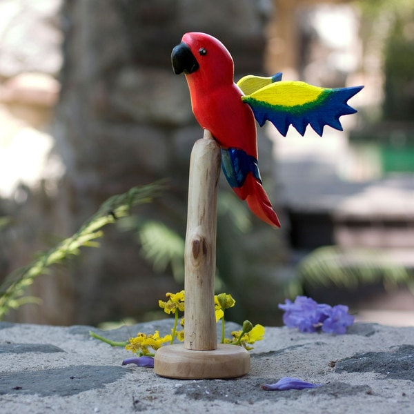 Handmade Pinewood 'Scarlet Macaw' Sculpture (Guatemala)