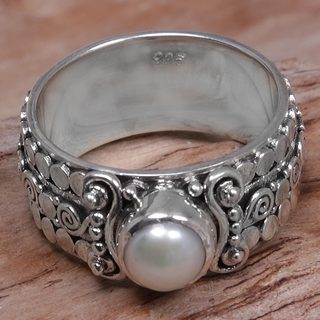 Handcrafted Sterling Silver 'Swirling Serenity' Cultured Pearl Ring (6 mm) (Indonesia)