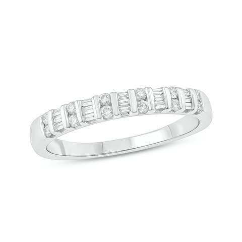 Cali Trove 10kt White Gold 1/4ct TDW Diamond Anniversary Band