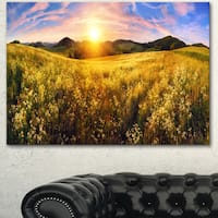 Designart 'Beautiful Meadow Panorama' Landscape Wall Artwork Canvas - Green