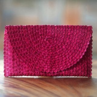 Handcrafted Palm Leaf 'Trance in Magenta' Clutch Handbag (Indonesia)
