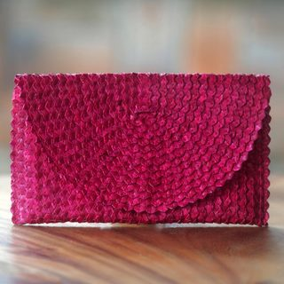 Handmade Palm Leaf 'Trance in Magenta' Clutch Handbag (Indonesia)