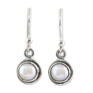 Handcrafted Sterling Silver 'Purest Love' Cultured Pearl Earrings (7 mm) (India)