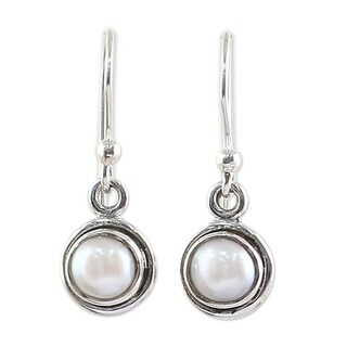 Handmade Sterling Silver 'Purest Love' Cultured Pearl Earrings (7 mm) (India)