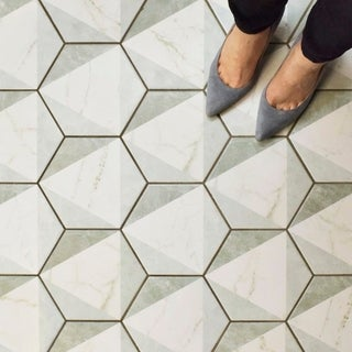 SomerTile 7x8-inch Carra Carrara Hexagon Peak Porcelain Floor and Wall Tile (35 tiles/11 sqft.)