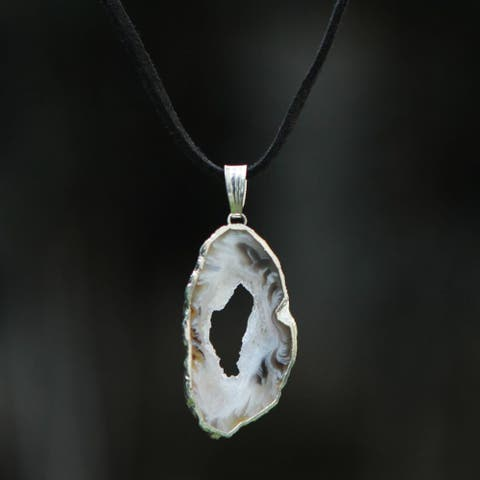 Handmade Silver Suede 'Magical Creation' Agate Necklace (Brazil)