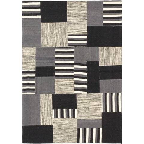 eCarpetGallery Hand-woven Moldovia Patch Black and Blue Wool Kilim Rug (4'7 x 6'7)
