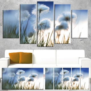Designart 'Beautiful Polar White Flowers' Floral Artwork on Canvas