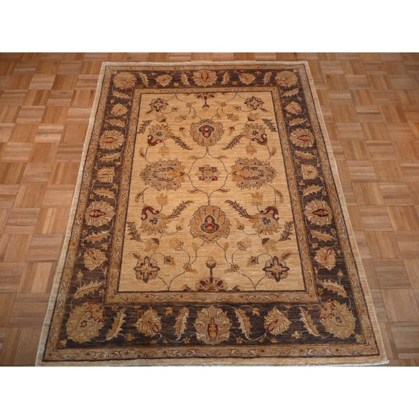 Hand-knotted Peshawar Beige Wool Rug (4'9 x 6'5)