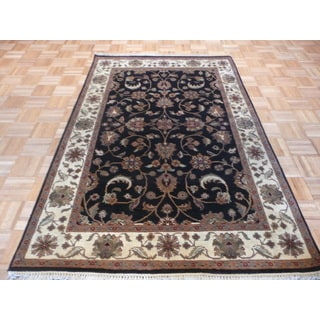 Hand-knotted Oriental Black Agra Wool Rug (4 x 6'2)