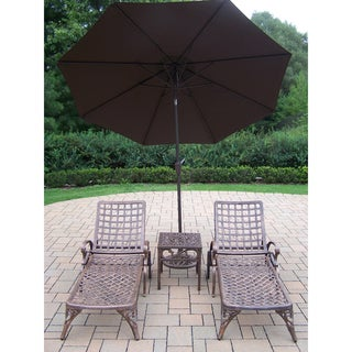 5 Piece Merit Cast Aluminum Lounge Set with 2 Wheeled Chaise Lounges, Side Table and 9 ft Brown Umbrella with Metal Stand