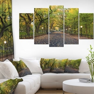 Designart 'The Mall Area in Central Park' Large Landscape Canvas Art - Green