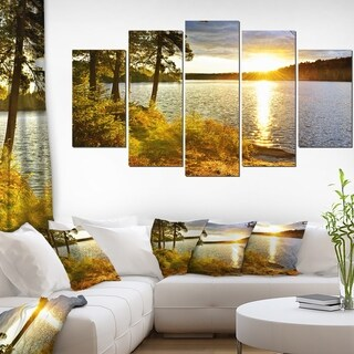 Designart 'Beautiful View of Sunset over Lake' Landscape Wall Artwork Canvas