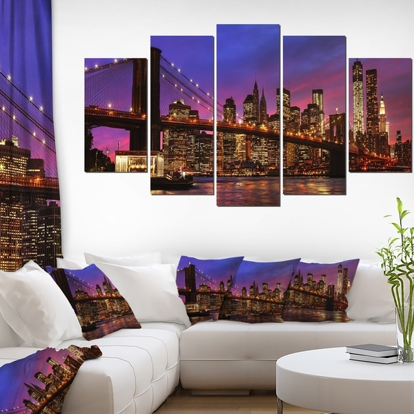 Brooklyn Bridge and Manhattan at Sunset' Cityscape Wall Art on Canvas - Pink