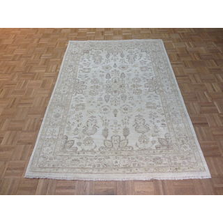 Peshawar Oriental Ivory Wool Hand-knotted Area Rug (4'10 x 6'10)