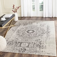 Safavieh Evoke Vintage Ivory / Black Center Medallion Distressed Rug - 2'2 x 4'