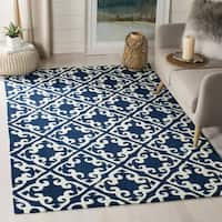 Safavieh Hand Hooked Easy To Care Navy/ Ivory Rug (2' x 3')
