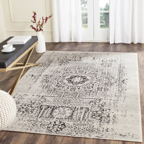 Safavieh Evoke Vintage Ivory Black Center Medallion