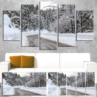 Designart 'Foggy Winter Road in Slovenia' Landscape Wall Art Print Canvas - White