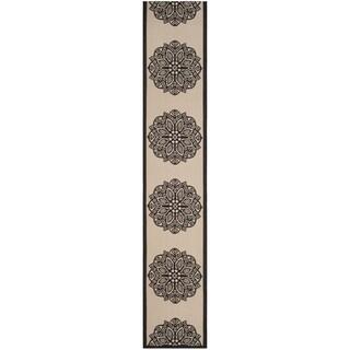 Safavieh Courtyard Floral Medallion Beige/ Black Indoor/ Outdoor Runner (2'4 x 12')
