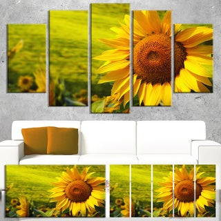 Designart 'Tuscany Sunflowers on Green' Modern Floral Wall Artwork