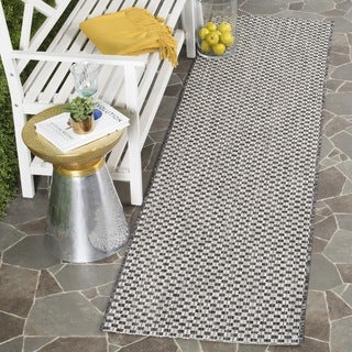 Safavieh Indoor/ Outdoor Courtyard Black/ Light Grey Runner (2' x 8')