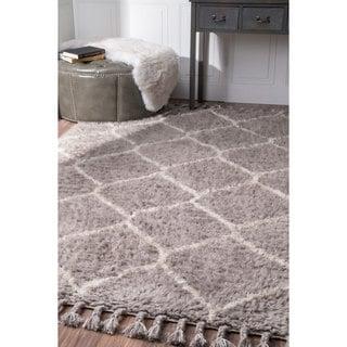 nuLOOM Handmade Moroccan Trellis Grey Shag Rug (7'6 x 9'6)