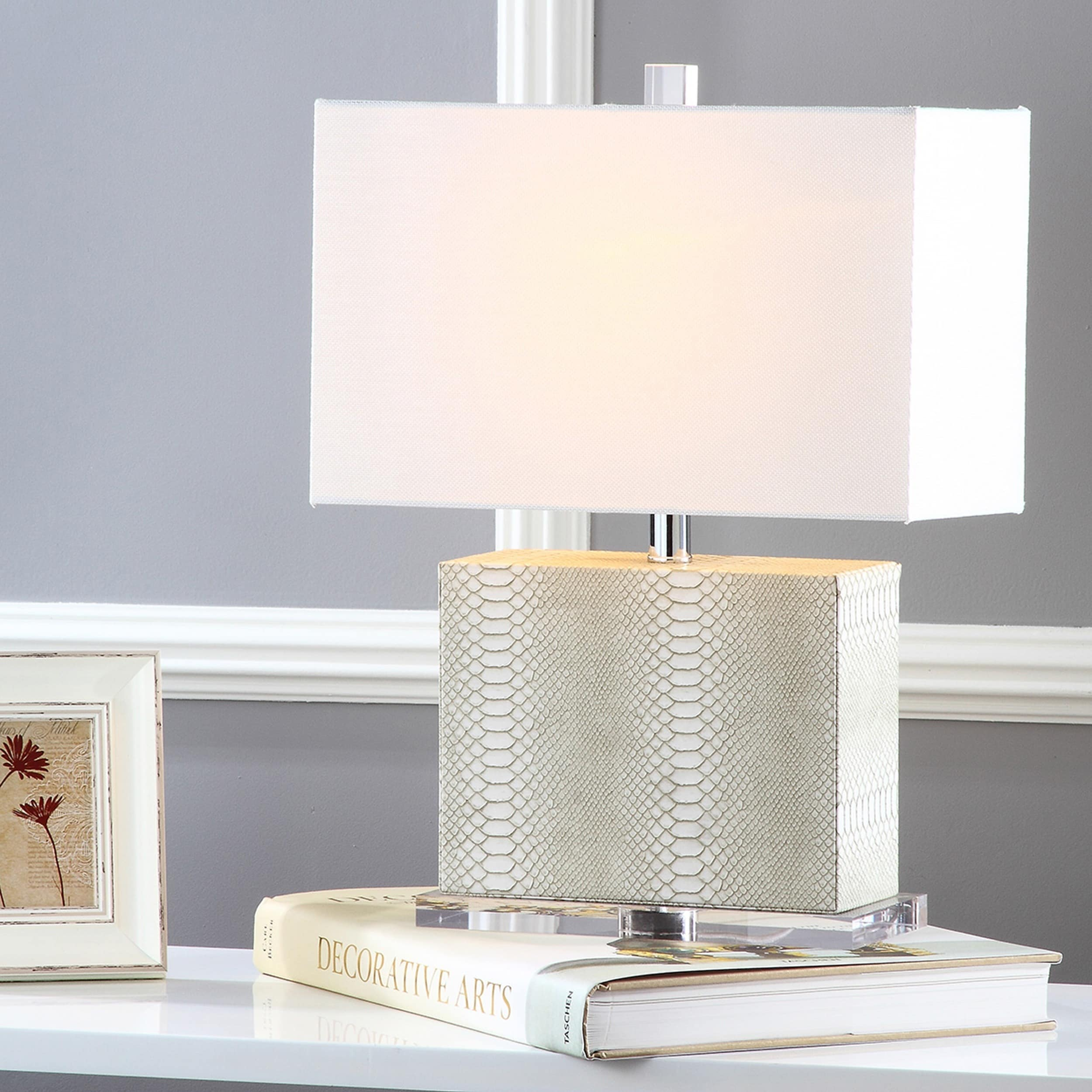 Safavieh Lighting 21 Inch Delia Faux Snakeskin Cream Table Lamp