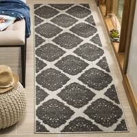 Safavieh Indoor/ Outdoor Cottage Cream/ Grey Runner Rug