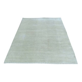 Wool and Silk Hand-Knotted Tone on Tone Nepali Rug (3'10x5'9)