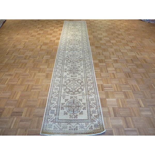 Khotan Peshawar Ivory Wool Hand-knotted Oriental Rug (2'8 x 13'1)