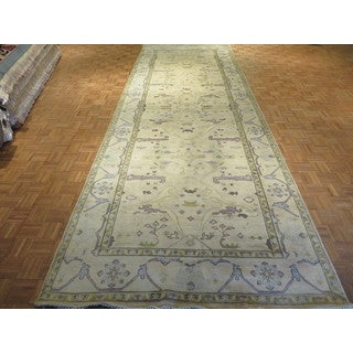 Beige Oushak Wool Hand-knotted Oriental Rug (6'2 x 17'9)