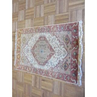 Serapi Heriz Oriental Ivory/Blue/Tan/Green/Gold Wool Hand-knotted Rug (2'1 x 2'11)