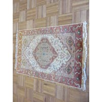Serapi Heriz Oriental Ivory/Blue/Tan/Green/Gold Wool Hand-knotted Rug (2'1 x 2'11)