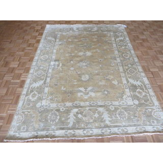 Oushak Oriental Ivory and Multicolored Wool Hand-knotted Rug (6'10 x 9'3)