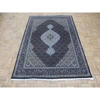 Mahi Tabriz Black Wool/Silk Hand-knotted Oriental Rug - 5'7 x 8'