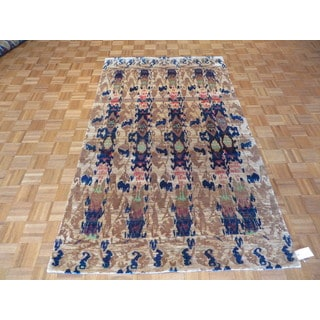 Ikat Sari Beige Silk/Rayon From Bamboo Hand-knotted Oriental Rug (5' x 8')