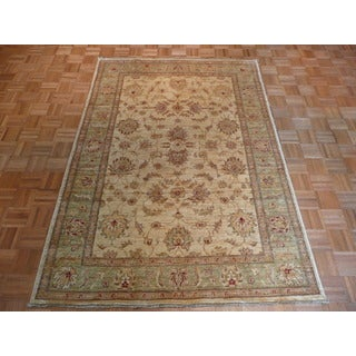 Peshawar Ivory Wool Hand-knotted Oriental Rug (5'7 x 7'10)
