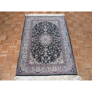Nain Green Wool and Silk Hand-knotted Oriental Rug (4' x 6')