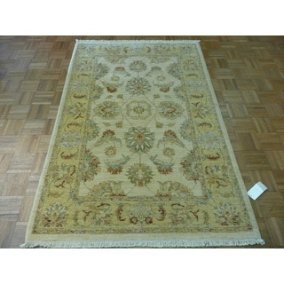 Peshawar Oriental Beige Wool Hand-knotted Area Rug (4'1 x 6'3)
