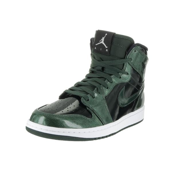 super popular cb6f1 1e445 Nike Jordan Men  x27 s Air Jordan 1 Retro High Basketball Shoes