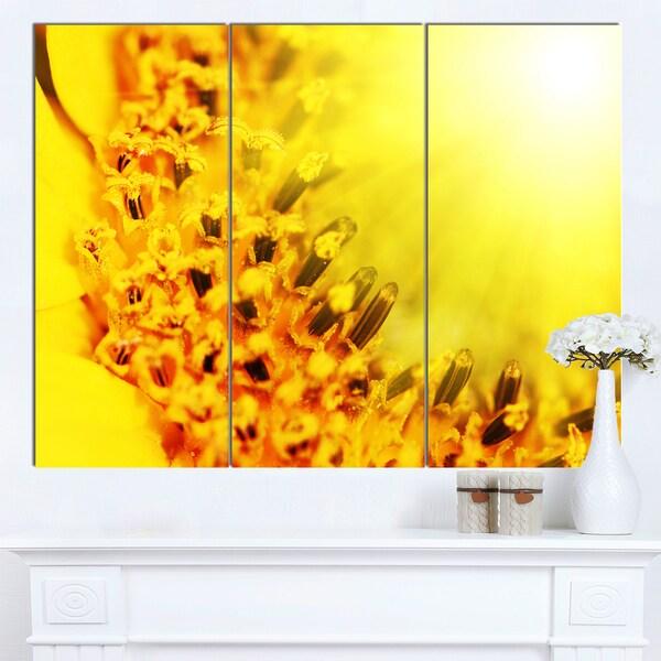 Designart 'Bright Yellow Sunflower Close-Up' Floral Artwork on Canvas