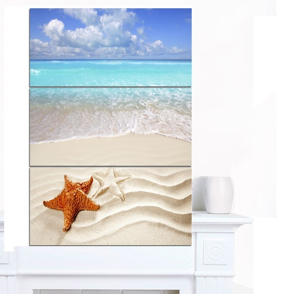 Designart 'Brown Starfish on Caribbean Beach' Seashore Canvas Wall Artwork