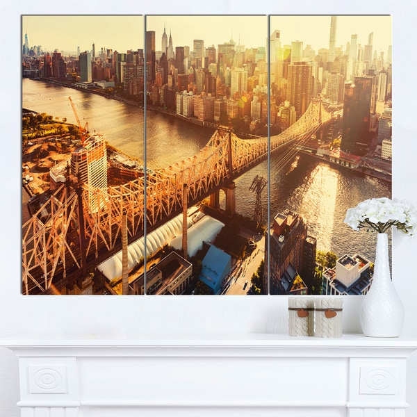 Designart 'Queensboro Bridge over East River' Large Cityscape Artwork on Canvas
