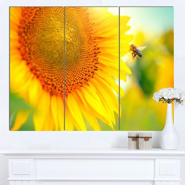 Designart 'Beautiful Sunflowers Blooming' Large Animal Canvas Wall Art Print - YELLOW