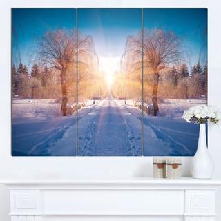 Designart 'Winter Landscape in City Park' Landscape Wall Artwork Canvas