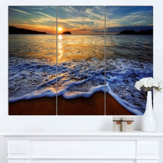 Designart 'Peaceful Sandy Beach with Waves' Extra Large Cityscape Wall Art on Canvas