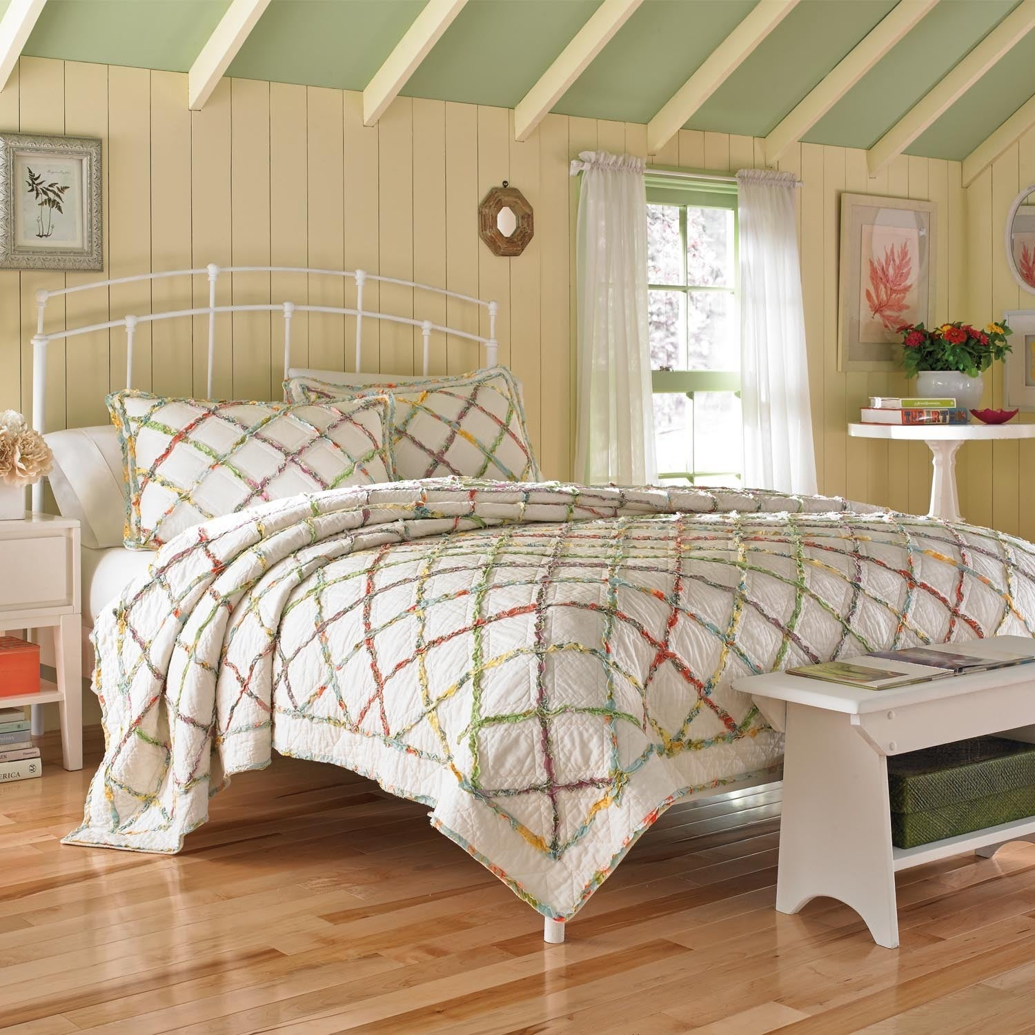 Laura Ashley Ruffled Garden Full/ Queen Size Quilt (As Is...