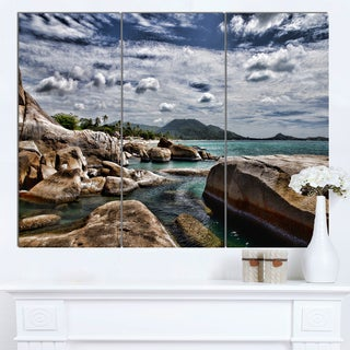 Designart 'Rocky Beach with Dramatic Sky' Large Seashore Canvas Artwork Print