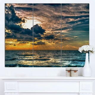 Designart 'Sun Break over Blue Ocean' Large Seashore Canvas Artwork Print
